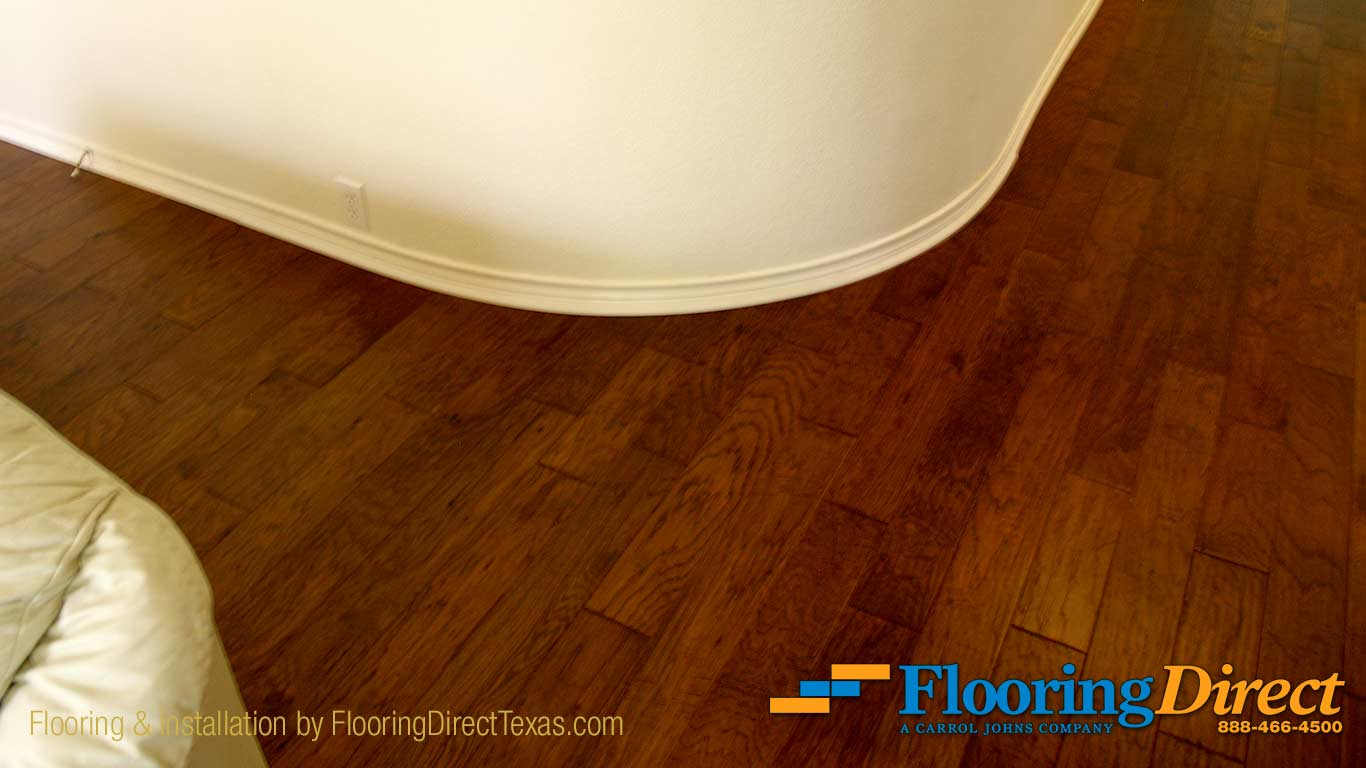 Flooring Direct Uses Flexible Shoe Molding for Perfectly Smooth Curved Corners and Bends